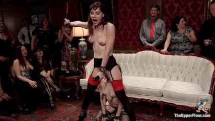 上流階級の乱交パーティー 外人美女に全裸奉仕させる