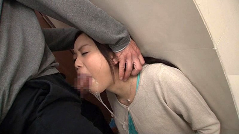 上品な人妻をえずき汁が吹き出るまでイラマチオさせ喉イキさせる
